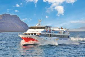 Discover other islands with Lanzarote ferry